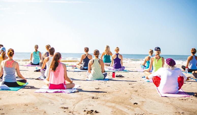 Beach Party Acadien Yoga sur Plage avec DJ Marycee et Elise DeGrâce